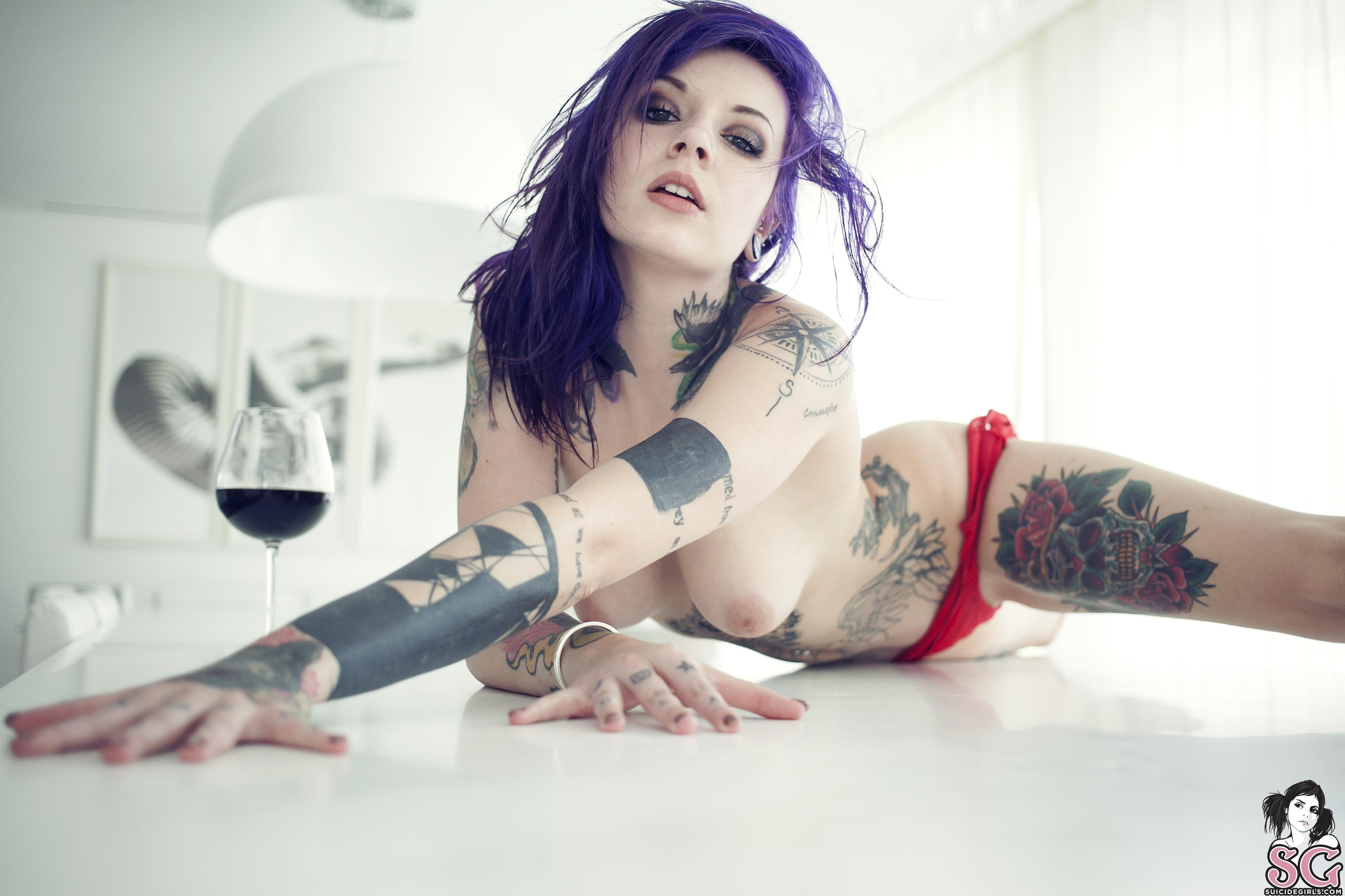 Girls tattoos topless with Category:Nude women